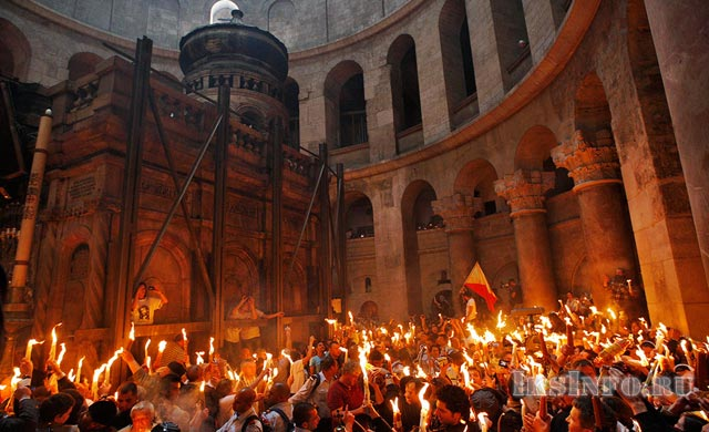 Исторически доказано, что Благодатный огонь сходит только в присутствии Христианских священнослужителей