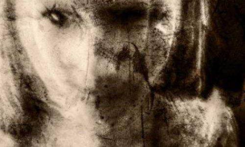 Призрак женщины поселился в…