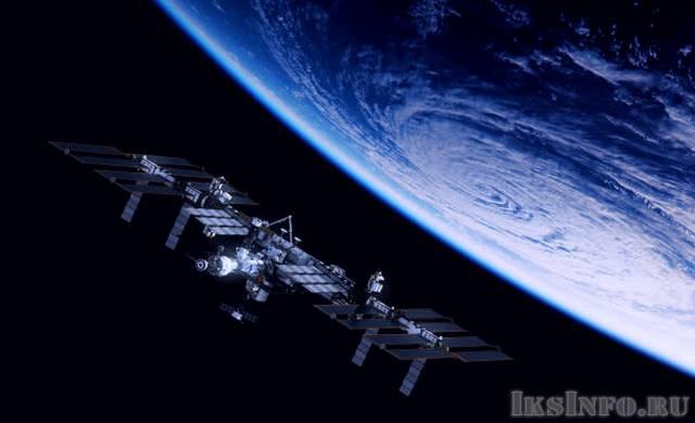 Камера зафиксировала огромный НЛО рядом с МКС