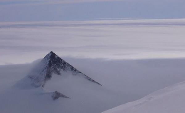 Пирамиды в Арктике, сбитые пришельцы, нападение военных на НЛО