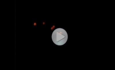 Треугольный НЛО в тьме ночного неба